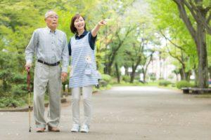 高齢者 歩く